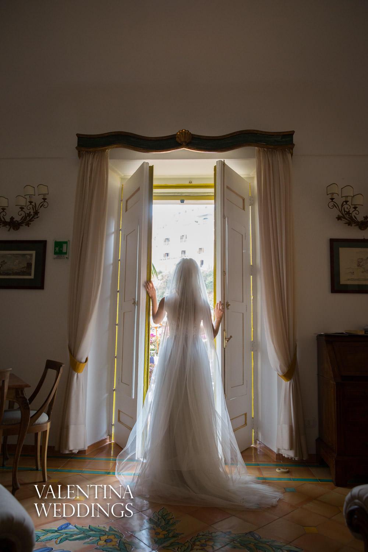 Bride in door Palazzo Murat